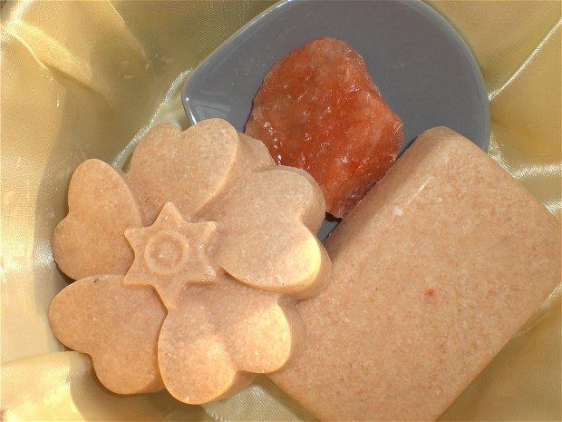SPA BAR: săpun natural, vegan cu kombucha, sare de Bazna și unt de shea.