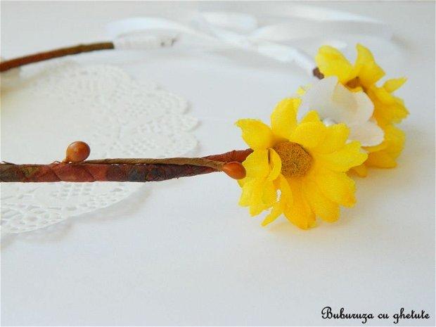 Coronita cu muguri maro si floarea soarelui