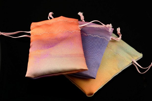 Saculeti din material satinat colorat 10x6.5cm