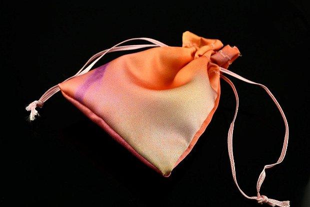 Saculeti din material satinat colorat 12.5x9cm