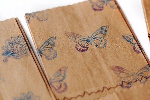 Set 20 buc plicuri natur cusute cu burduf lateral stampila fluturi multicolori