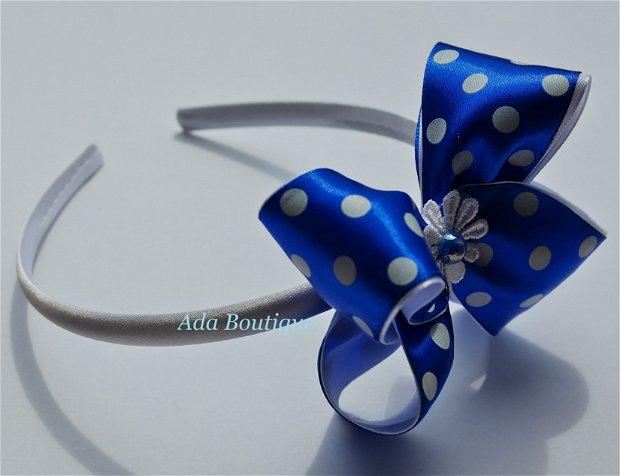 Cordeluta cu fundita albastra cu buline mari