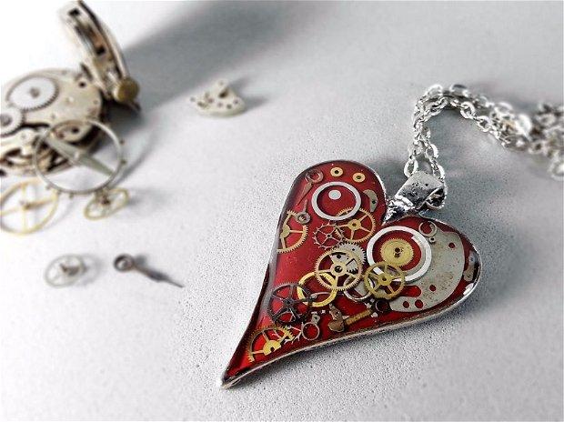 Pandantiv inimioara rosie  , Pandantiv steampuk , Piese de ceas in rasina, Rasina ecologica