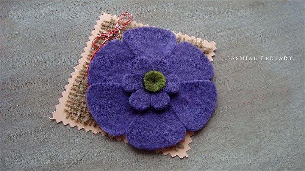Broșă floare