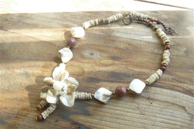 Colier cu perle biwa