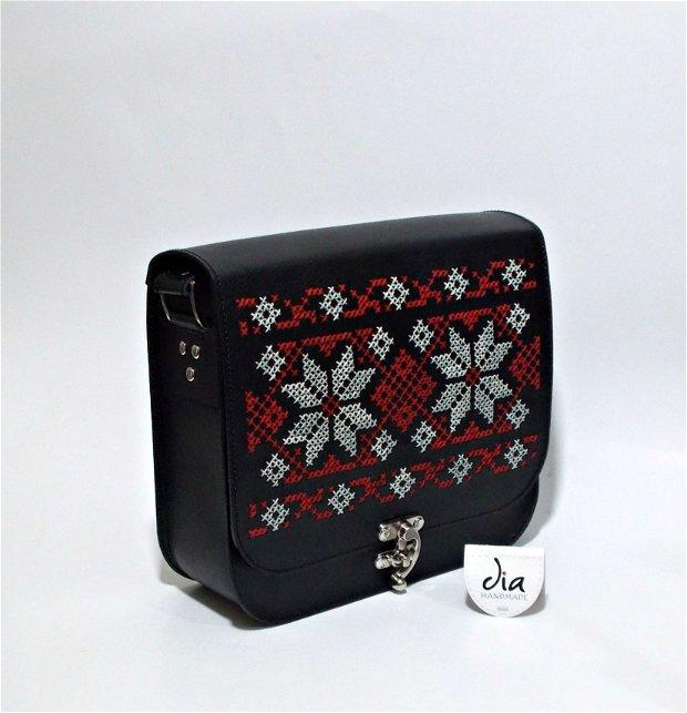 Geanta piele naturala brodata manual cu motive traditionale romanesti