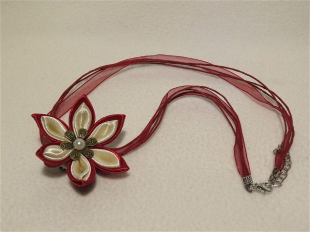 Brosa floare satin, tehnica kanzashi / colier  / diadema