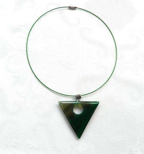 Colier cu pandantiv agată triunghiulară verde