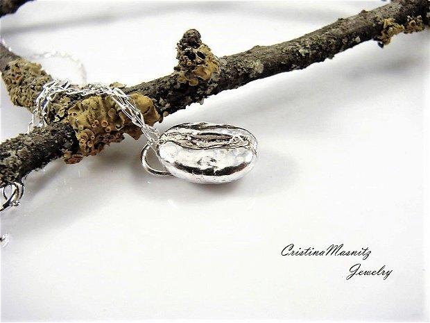 Lantisor la baza gatului cu pandant bob de cafea, din argint 925