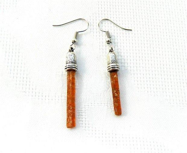 Cercei asimetrici din beţişoare de kianit orange