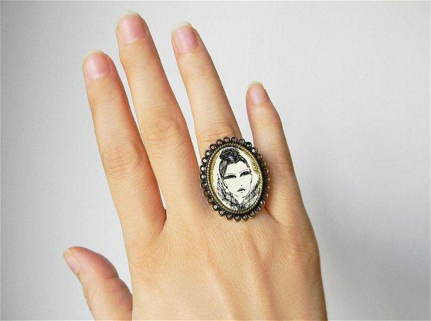 inel reglabil din bronz cu ilustrtaie originala Elyseeart, inel cu portret de femeie, inel fashion cu desen original, inel cu print, inel original