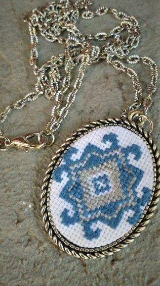 Medalion brodat (model cules din Ucraina)