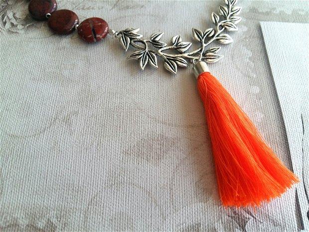 Colier deosebit din rondele de jasper rosu cu conector ramura si ciucure din bumbac portocaliu