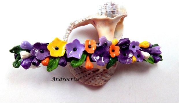 Clama cu flori