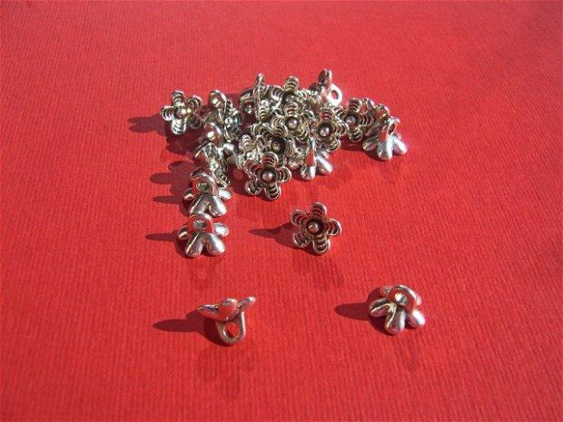 Floricica cu 5 petale distantier argintiu antichizat  aprox 7x9 mm