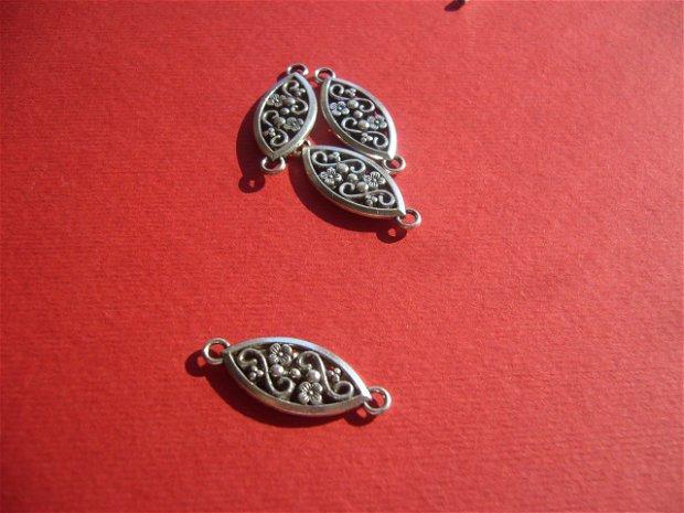 Link cu model floral si 2 fete identice aprox 26x11x2.5 mm