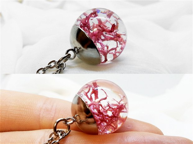Lichen 20mm, Pandantiv cu lant, sfera din rasina cu lichen roz, lant cu bila, plante uscate presate