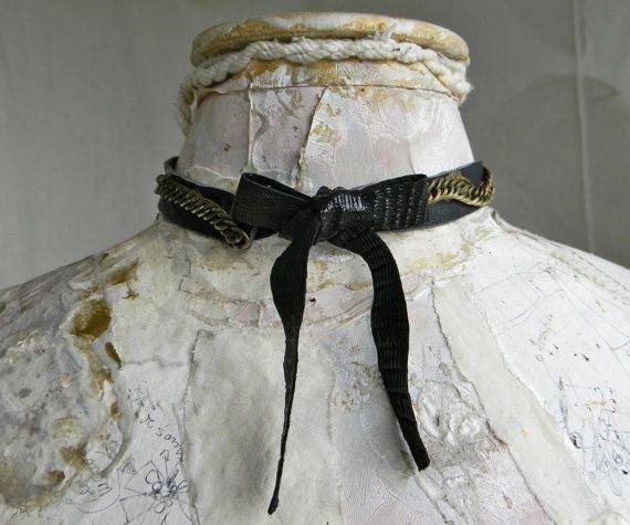 Choker/Colier din piele neagra cu lant de bronz si margele jasp dalmatian, choker colier handmade unicat