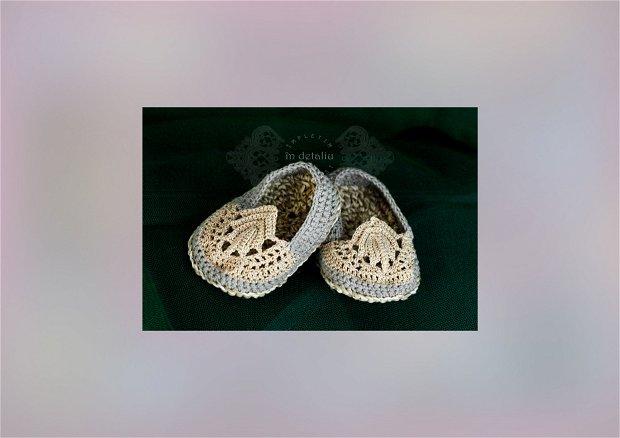 Papucei crosetati pentru bebelusi.