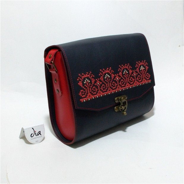 Geanta din piele naturala, handmade, cusuta manual pe capac, cu broderie, motiv popular traditional romanesc, Creasta ( specific zona Breaza)