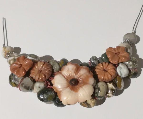 K0090 - Piesa centrala colier / bratara, flori sculptate malachit rosu, margele jasp, agate