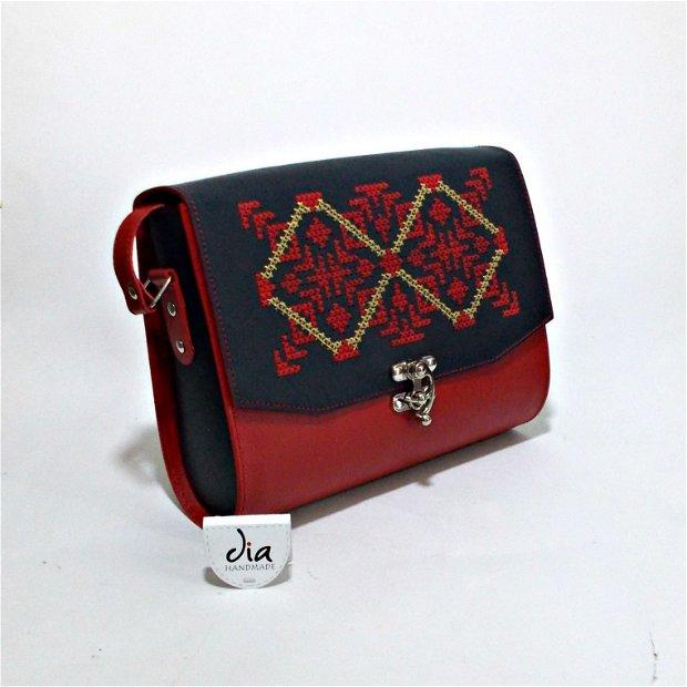 Geanta din piele naturala, handmade, cusuta manual pe capac, cu broderie, motiv popular traditional romanesc, Valea Trotusului