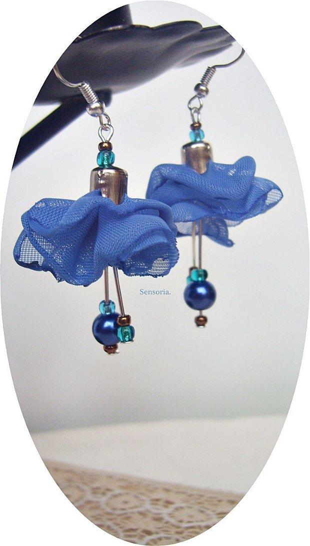 set cu flori albastre ca cicoarea