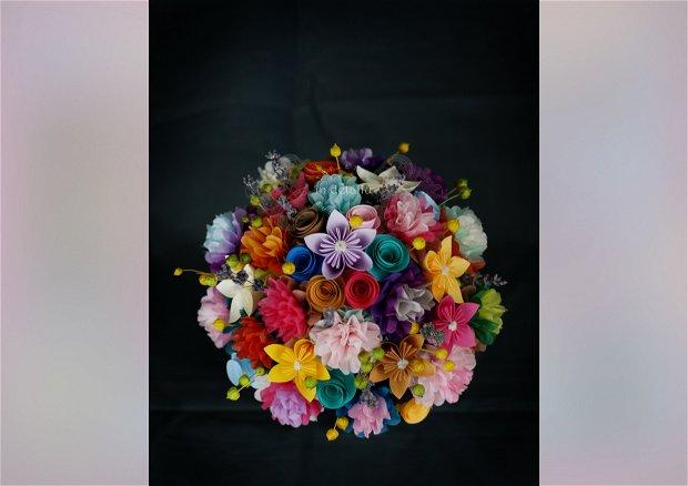 Buchet cu lavanda, din flori de hartie, hartie de matase si flori uscate.