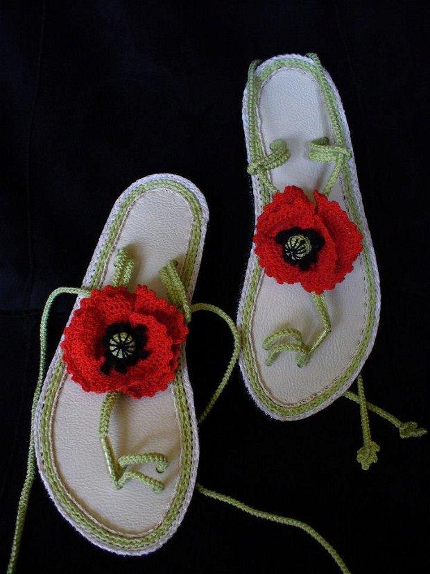 LA COMANDA Sandale crosetate cu talpa joasa