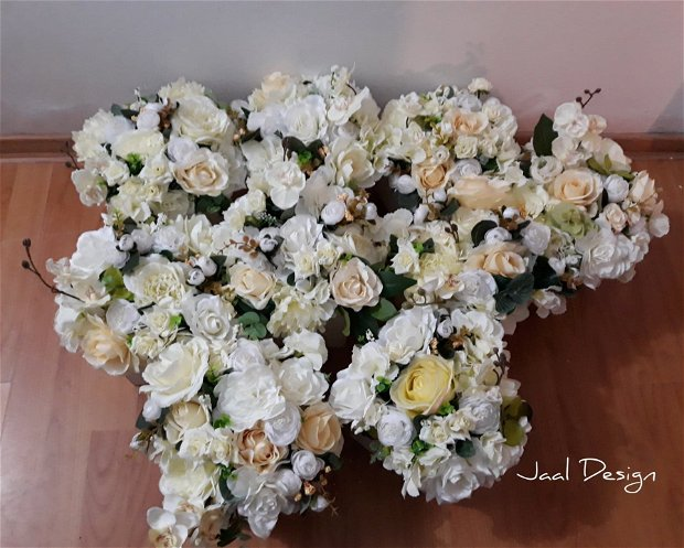 Aranjament flori de matase in cutie
