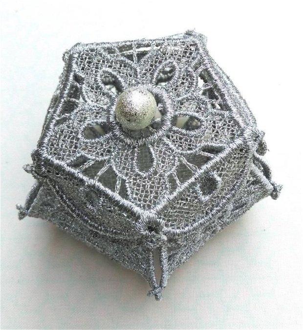 Cutie mica pentru bijuterii