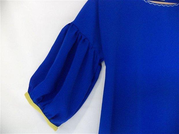 """Rochiță albastră cu floare aplicată """"Bluesy"""""""