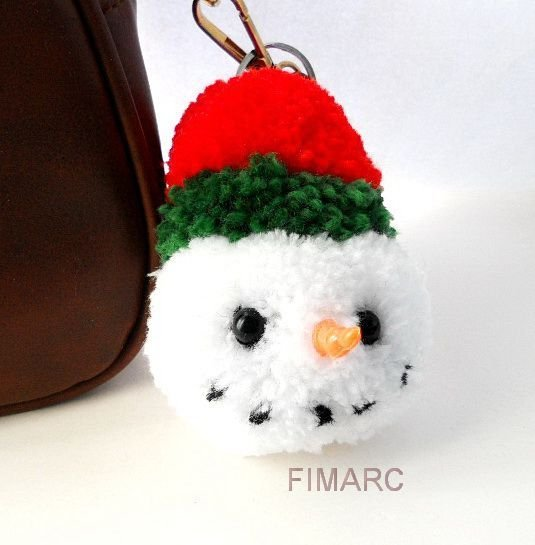 Snowman Pom Pom(a) - breloc pt.genti, ghiozdane, rucsacuri,oglinda masinii..etc