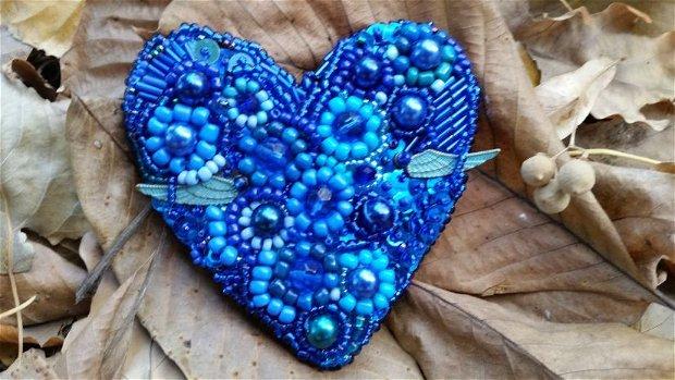 Inima albastra brosa sau pandant