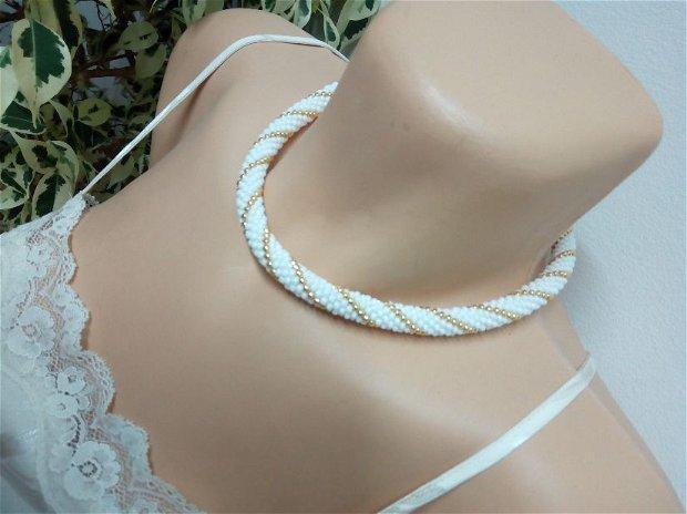 Colier alb/auriu
