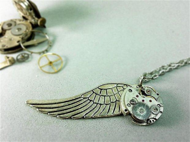 Lant cu medalion steampunk, Aripa si mecanism de ceas vintage, pandantiv steampunk cu aripi