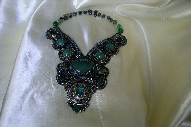 "vandut /Colectia "" Odoare din Izvoare ""/  Mystic green - Podoabe/broderii manuale cu margelutze japoneze si cehesti, pietre, rasina, perle si aur/argint"