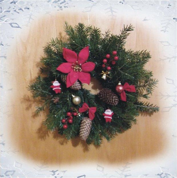 Coronita brad natural cu ornamente Craciun rosu-auriu