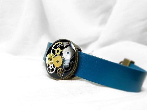 Bratara steampunk din piele naturala cu initiala si charm, Accesorii steampunk unisex, bratara din rasina piese de ceas