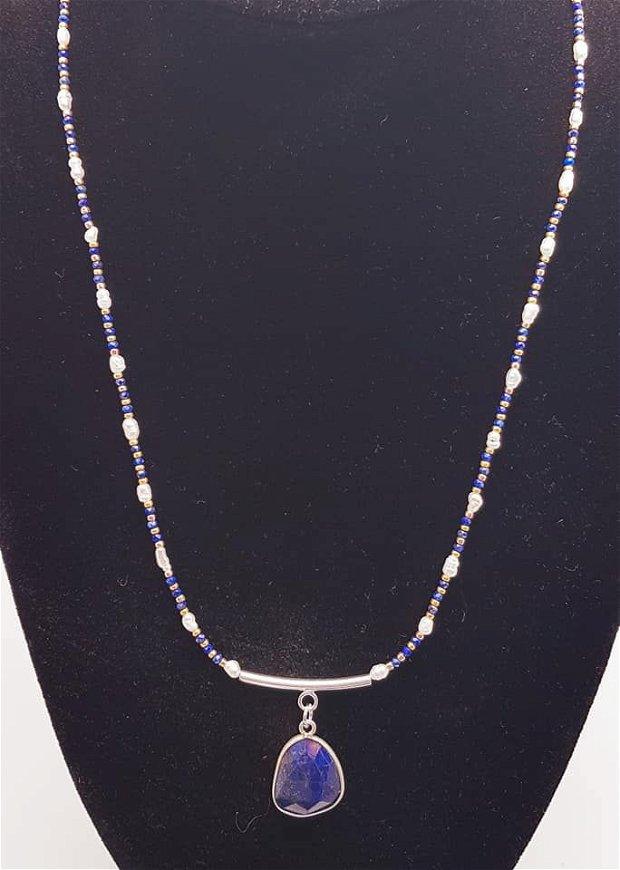Set format din colier și brățara cu argint, cristale de lapis fatetate, perle de apă dulce si mărgele Myiuki aurite