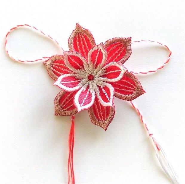 Martisor floare dubla