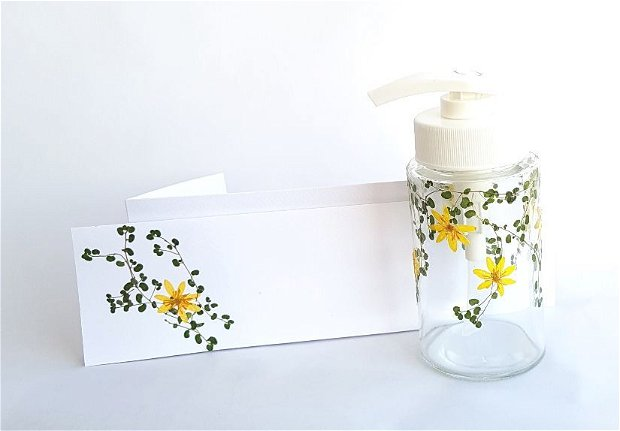 Dozator pentru sapun lichid decorat cu flori presate - 1