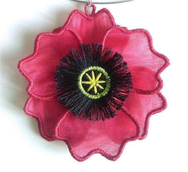 Floare de mac rosu colier brodat pe organza