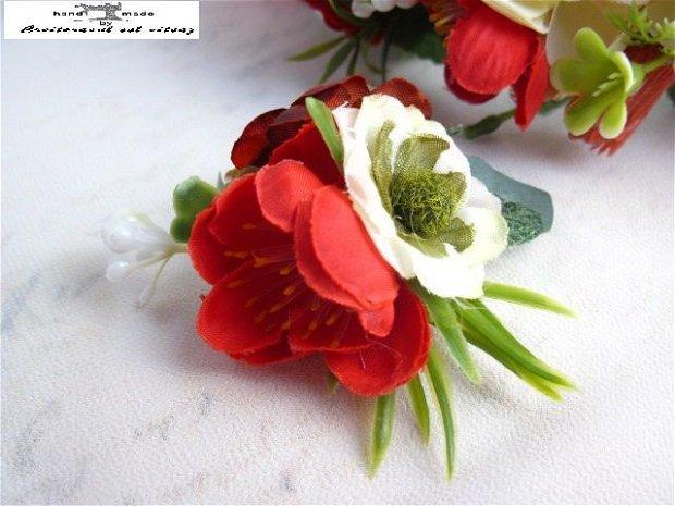 Agrafa cu flori