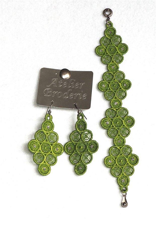 Set verde cercei si bratara cu accesorii din inox brodat cu ata metalica