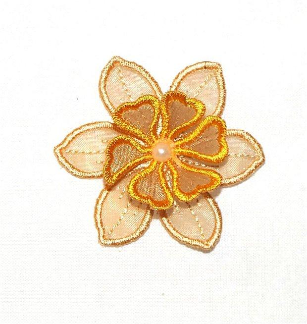 Brosa floare brodata pe organza