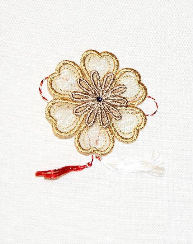Martisor floare dubla brodata pe organza