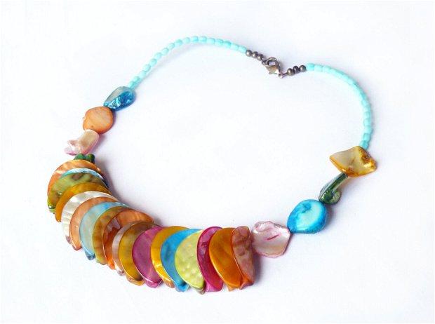 Colier multicolor cu sidef