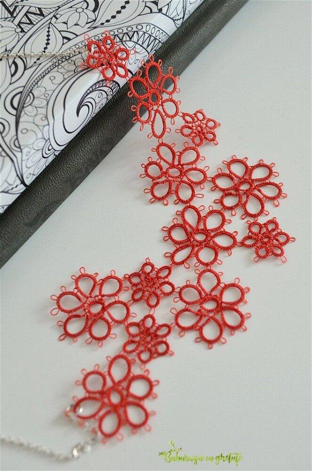Colier cu floricele rosii