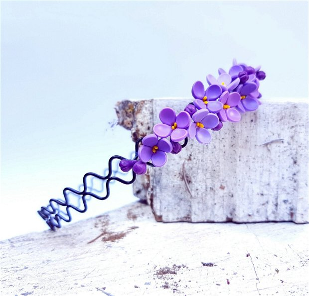 Cordeluta flori de liliac